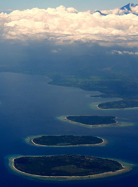 The three islands with Lombok in the back.